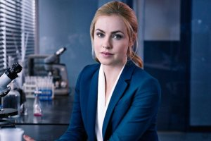 xamanda-schull-is-dr-cassandra-railly-12-monkeys.jpg.pagespeed.ic.XUev8NsF9YmhWmKxqE7t